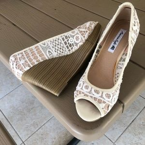 American Eagle 9W Lace peep toe wedge Shoes